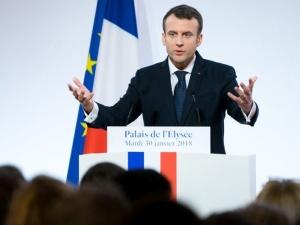 """""""To Francja jest dziś petentem"""". Emmanuel Macron z pierwszą wizytą w Polsce"""