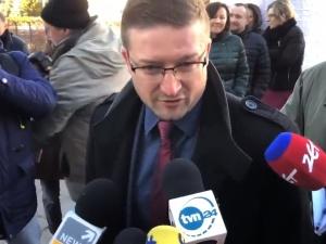 """[video] Zamieszanie przed sądem w Olsztynie. Juszczyszyn: """"Jestem gotów do orzekania"""""""