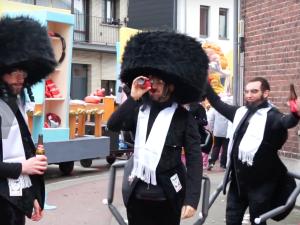 [WIDEO] KarykaturyŻydów i nazistowskie mundury. Ulicami Aalst po raz kolejny przeszła karnawałowa parada