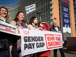 Równość wynagrodzeń kobiet i mężczyzn - protest EKZZ