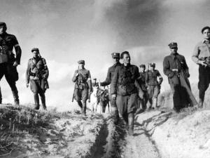 Zobacz słynne zdjęcie V Wileńskiej Brygady AK w marszu. Koloryzowane!