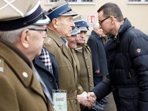 """Premier: """"Stańcie do apelu Ojcowie Polskiej Niepodległości! Wasza ofiara i krew obudziła Solidarność"""""""