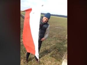 Znieważenie przez aktywistę LGBT flagi Rzeczypospolitej. Mecenas Ordo Iuris powiadamia prokuraturę