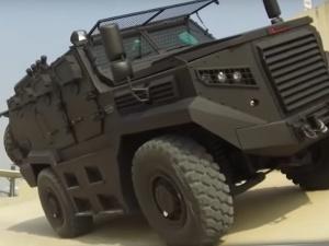 [video] O krok od wojny? Greckie media pokazują turecki pojazd usiłujący sforsować ogrodzenie na granicy