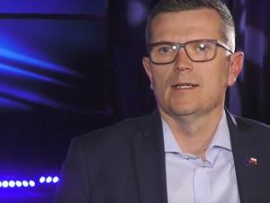 """Senator Marcin Bosacki [PO] zaprzecza, że redagował Sok z Buraka. Działaczka PO: """"Pan kłamie"""""""