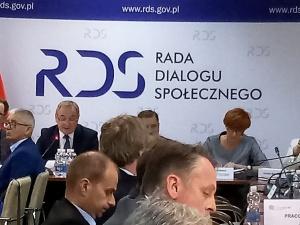 Pytamy rzecznika rządu: Po co w Tarczy Antykryzysowej zapisy umożliwiające odwoływanie członków RDS?