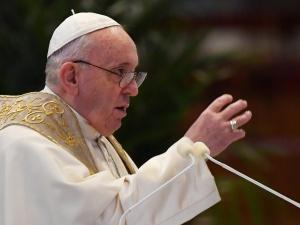 Papież Franciszek modli się o znalezienie drogi do wyjścia z pandemii
