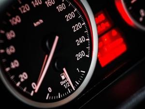 Biegli: Kolumna poruszała się z prędkością miejską - od 50 do 60 km/h
