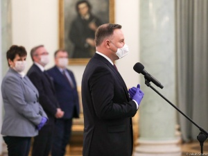 """Prezydent: Rusza projekt""""Polskie Szwalnie"""", który zajmie sięprodukcją maseczek ochronnych"""
