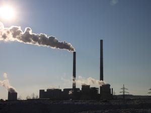 PE przegłosował stanowisko w sprawie kształtu reformy unijnego systemu pozwoleń na emisję CO2