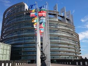 Europarlamentarzyści piszą apel ws. sankcji wobec Polski i Węgier. Co zrobią eurodeputowani z PO i PSL?