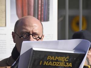 [Nasza fotorelacja] Stefan Hambura na apelu Polaków zamordowanych przez Niemców za pomoc Żydom.