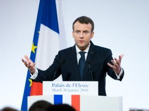 Po chwili przerwy, Francuzi znowu przestają wierzyć swojemu rządowi