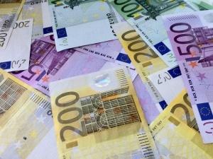 KE: Dług publiczny krajów strefy euro przekroczy 102 proc. PKB. W Polsce również sytuacja kryzysowa
