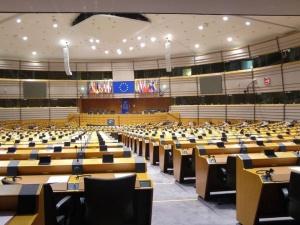 """""""Krytykowana jest większość reform PiS"""". Ujawniono nieopublikowany projekt raportu PE przeciwko Polsce"""