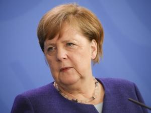 Kuźmiuk: Angela Merkel i Emmanuel Macron jednak ostentacyjnie wyszli przed szereg