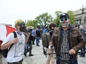 Warszawa: Na placu Defilad zbierają się uczestnicy strajkuprzedsiębiorców