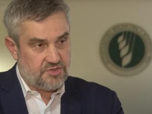 """Ardanowski: powstaje lista organizacji, które z odbierania """"maltretowanych"""" zwierząt zrobiły biznes"""