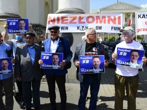 [Nasza fotorelacja] Protest przeciw zatrudnianiu ludzi związanych z SB w warszawskim Ratuszu