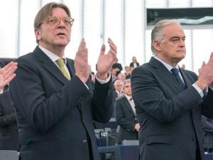 Verhofstadt uniknie kary. PE po tajnym głosowaniu odmówił pociągnięcia polityka do odpowiedzialności