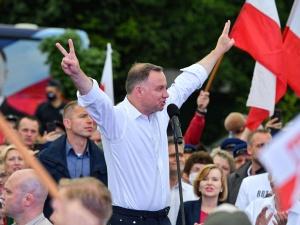 """Bukowski: Apel Kombatantów """"Prosimy o zagłosowanie na człowieka, który stawia Polskę na pierwszym planie"""""""