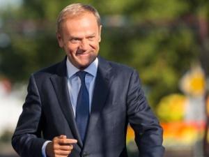"""Tusk apeluje o """"redukcję sporów i emocji"""". Podaje swoje zachowanie jako... przykład"""