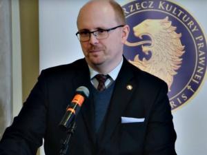 Mec. Kwaśniewski [Ordo Iuris]: Nie ma zakazu aresztowania mężczyzn z kobiecymi pseudonimami