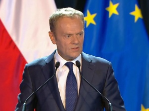 """""""Zarobił miliony w Brukseli, a my mamy biedować"""" Wojna KO z Donaldem Tuskiem"""