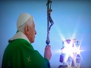 """Książka """"Benedykt XVI. Ostatnie Rozmowy"""". """"Papież zrezygnował, bo po prostu nie miał siły"""""""