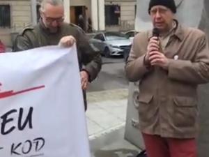 [video] Kijowski i Maziarski pod ambasadą Węgier w obronie uniwersytetu założonego przez Sorosa