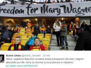 Kibice Jagiellonii Białystok wywiesili transparent w obronie Mary Wagner