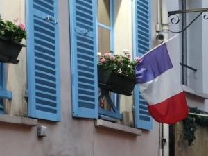 Przebieg wyborów prezydenckich we Francji. Ewakuacja dziennikarzy, frekwencja, sondaże, prognozy