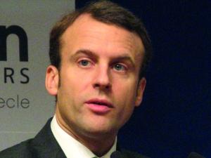 Macron tumani i przestrasza
