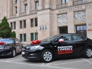 Podwójne wręczenie aut w Narodowej Loterii Paragonowej