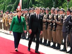 Spotkanie szefów rządu Polski i Słowacji. B. Szydło: dziś do stołu rozmów usiedli przyjaciele. Dziękuję