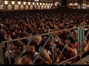 [video] 1400 rannych w Turynie na Placu San Carlo. Tłum w panice uciekał przed rzekomą bombą