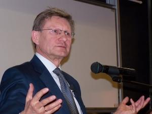 """Ryzykowna metafora prof. Balcerowicza: """"Zaryzykuje Pan grzybową która może Pana zabić?"""""""