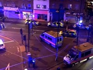 Atak w Londynie: kierowca furgonetki wjechał w ludzi w pobliżu meczetu