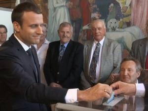 Wybory we Francji: zdecydowane zwycięstwo partii Emmanuela Macrona