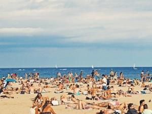 """Niemcy śmieją się z Polaków: """"Jadą na zagraniczne wakacje, by słuchać disco-polo i jeść schabowe"""""""