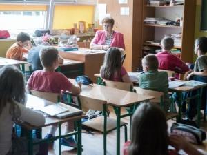 Podwyżki dla nauczycieli od stycznia 2017 roku. Minister Zalewska dotrzyma słowa?