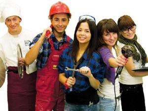 Młodzi ludzie i luka płacowa