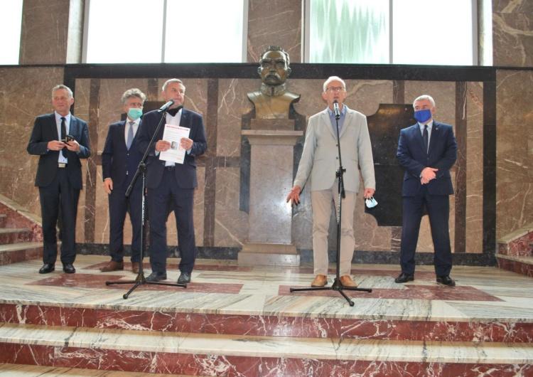 Otwarcie wystawy w Kielcach i wręczenie medali z okazji 40-lecia Solidarności
