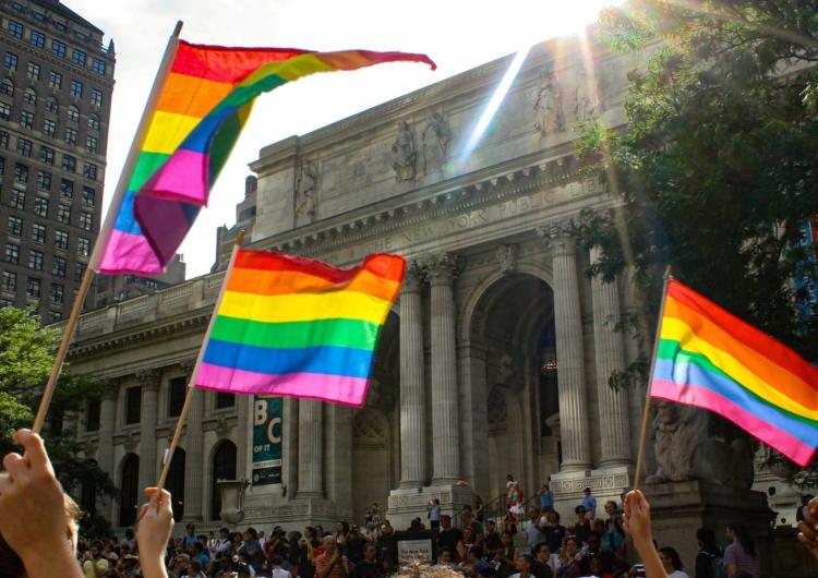 Posłowie PiS poparli projekt zakazujący znieważania osób LGBT. Kara to 5 lat więzienia