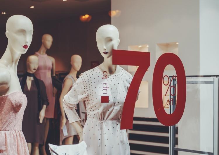 Chcesz kupić ubrania w najlepszych cenach? Skorzystaj z wyprzedaży