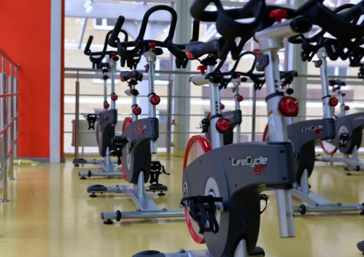 UOKiK nałożył 32 mln zł kary na największe sieci fitness.