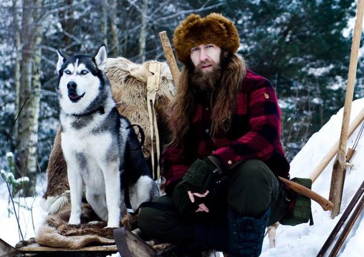 Adam Gełdon ze swoim psem [Tylko u nas] A. Gełdon badacz wilków: Nikt do końca nie zna i nie poznał wilczego wycia