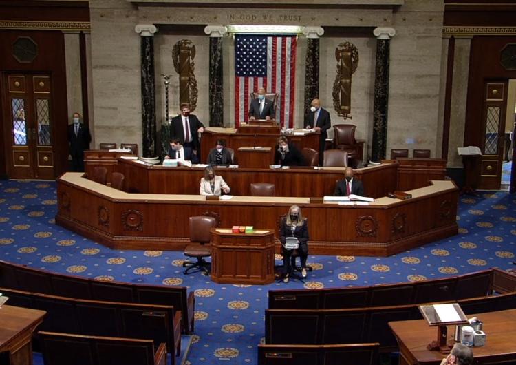 Obrady Kongresu USA - zdjęcie ilustracyjne Sensacja! Identyfikacja protestujących na Kapitolu. Wśród nich oficer armii USA wysokiej rangi