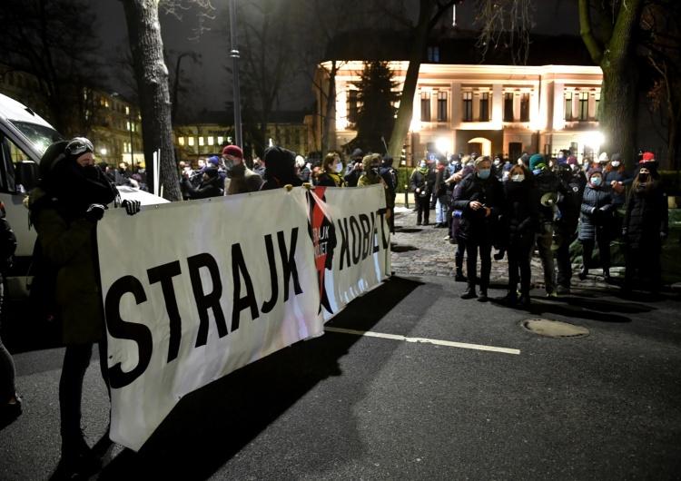 """Dyrektor telewizji Media Narodowe: """"Pobito naszego operatora i ukradziono nam sprzęt"""""""