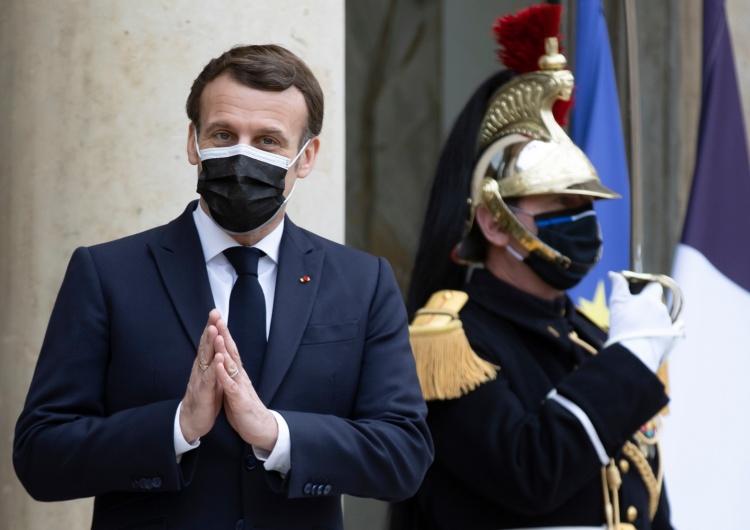 Emmanuel Macron Francuscy lekarze wystąpili przeciwko rządowej strategii walki z koronawirusem
